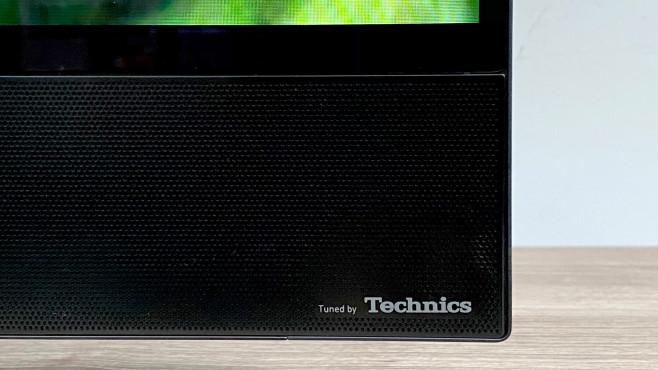 Die Lautsprecher vom Panasonic HZW2004 steuern die Konzern-Kollegen von Technics bei.©COMPUTER BILD
