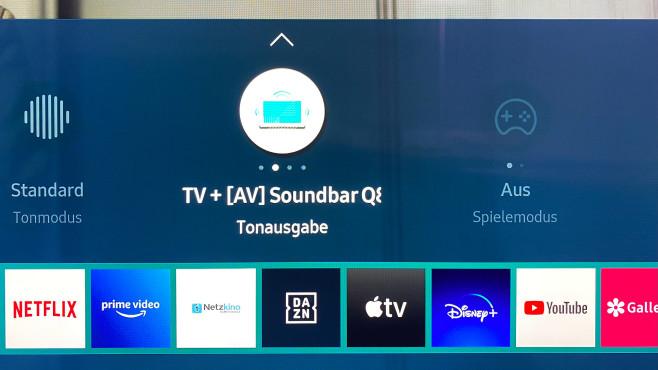 """Samsung HW-Q800T im Test: Mit dieser Soundbar klingen QLED-Fernseher besser! Das Zusammenspiel von der Samsung HW-Q800T mit QLED-Fernsehern (""""Q Symphony"""") wird im TV-Menü aktiviert, zur Musikwiedergabe aber besser deaktiviert.©COMPUTER BILD"""