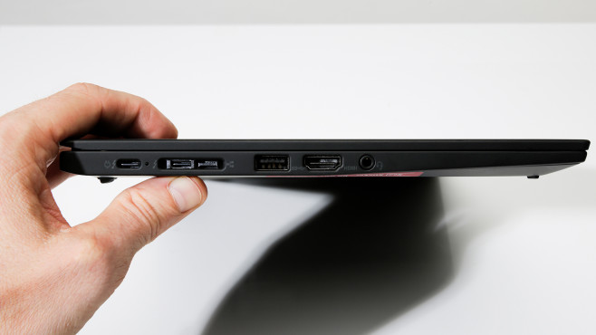 Lenovo Thinkpad X1 Carbon 2020 Anschlüsse links©COMPUTER BILD