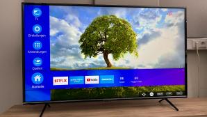 Medion X15575 im Test: Auf Tastendruck streamt der 55-Zoll-Fernseher Filme und Serien von Amazon und Netflix.©COMPUTER BILD