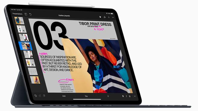 Apple iPad mit Smart Keyboard Folio vor weißem Hintergrund©Apple
