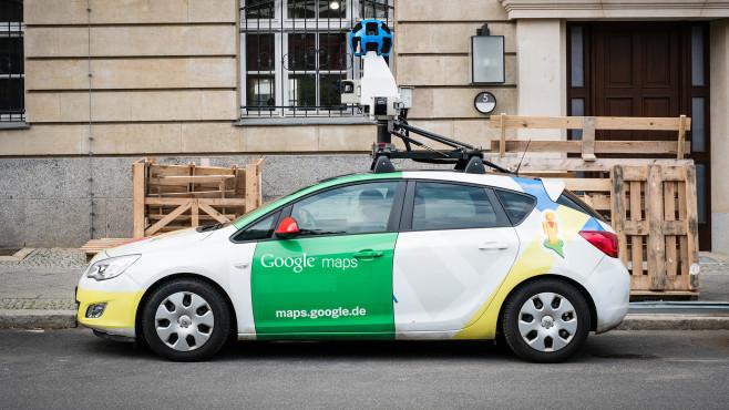 Google Street View: Driving Mode©iStock.com/hanohiki