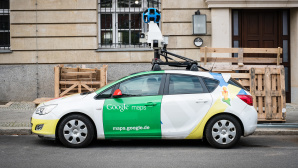 Google Street View: Driving Mode © iStock.com/hanohiki