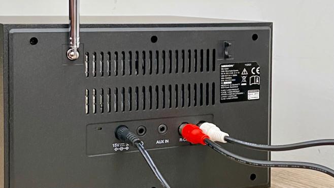 Auf der Rückseite der Medion E64014 finden sich Klinkenbuchsen für Kopfhörer und für einen Stereo-Zuspieler.©COMPUTER BILD