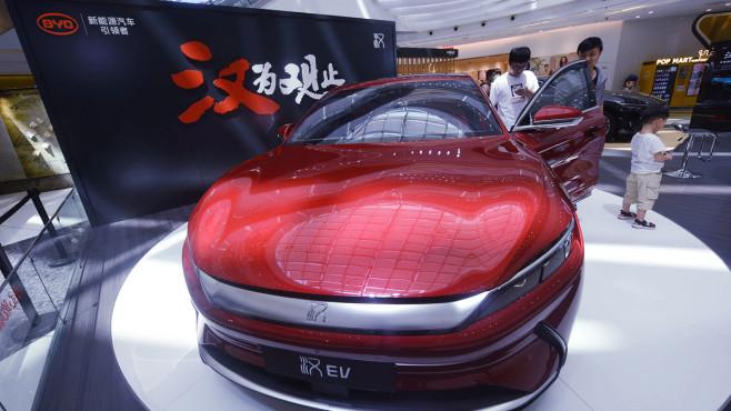 BYD: Teslas Konkurrent aus China BYD vor Verkaufsstart: Der bislang nur in China verfügbare Han EV soll 2021 auch nach Europa kommen. Ein erfolgreicher Start könnte der BYD-Aktie Auftrieb geben.©VCG / Getty Images
