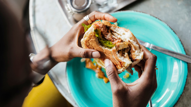 Veganer Burger©gettyimages.de / Hinterhaus Productions
