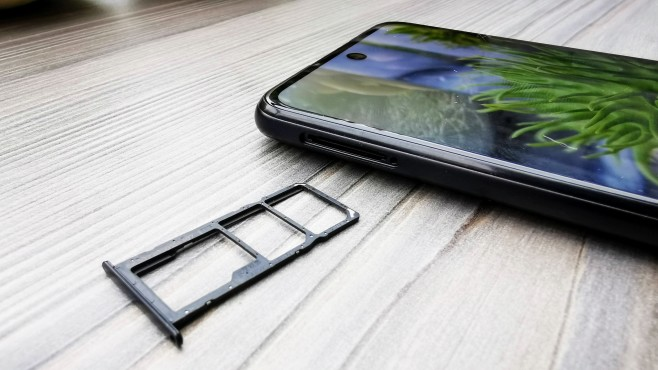 Kartenschächte des Huawei P Smart 2021©COMPUTER BILD / Michael Huch