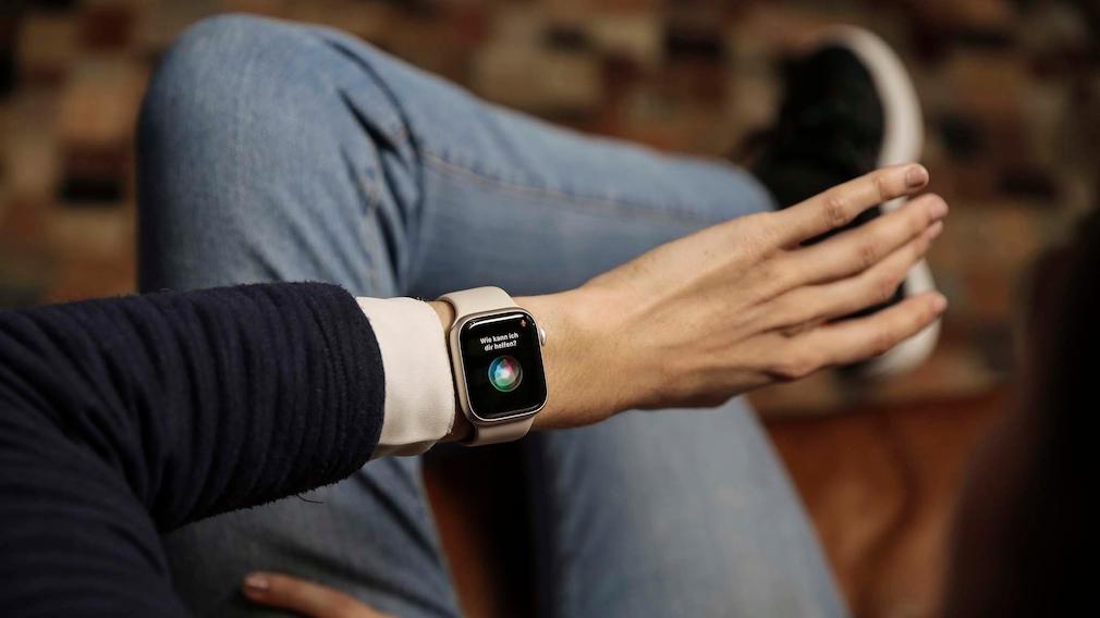 Apple Watch 7 Siri