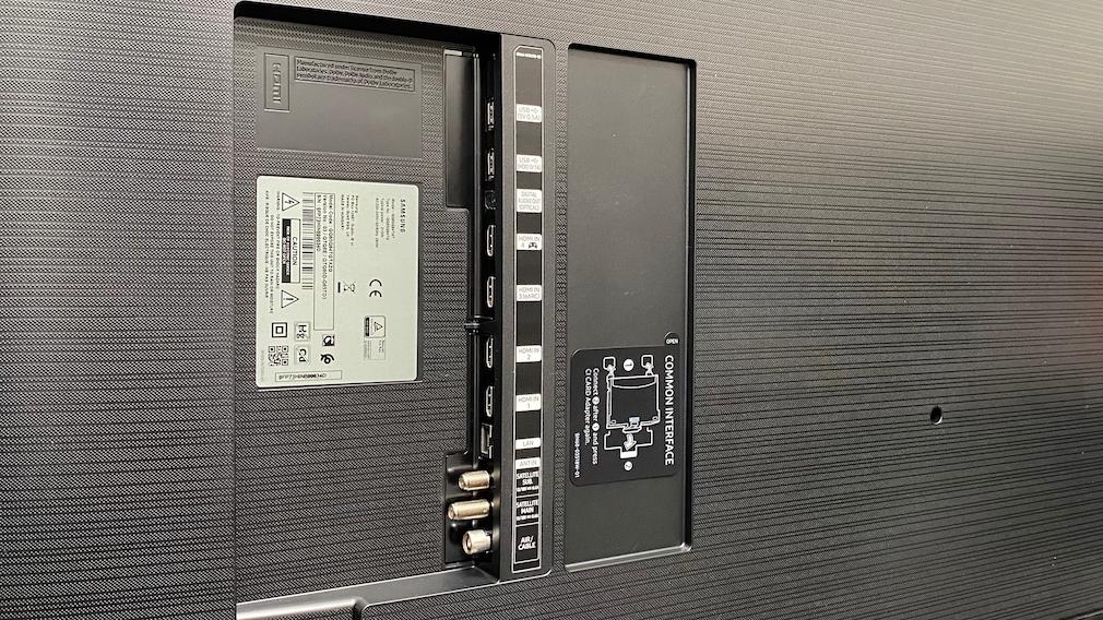Die vier HDMI-Eingänge verdauen 4K mit bis zu 120 Hertz von den neuen Spielkonsolen (HDMI 2.1).