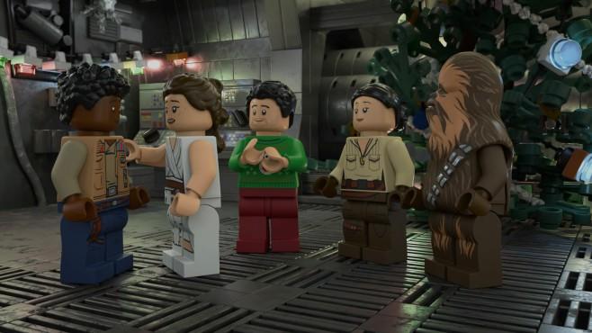 """Weihnachtsfilme Disney Plus: Besinnlichkeit im Lockdown Light Auch die Figuren aus """"Star Wars"""" verbringen in einem Disney+-Special frohe Festtage.©LEGO / Walt Disney"""