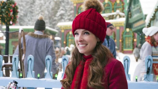 """Weihnachtsfilme Disney Plus: Besinnlichkeit im Lockdown Light Im Film """"Noelle"""" spielt Anna Kendrick die Tochter des Weihnachtsmanns.©Walt Disney Studios"""