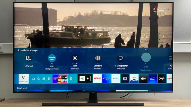 Beim Samsung Q70T blendet ein Druck auf die Home-Taste der Fernbedienung den Smart Hub ein.©COMPUTER BILD