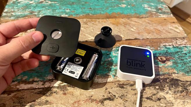 Blink Outdoor geöffnet und mit Sync-Modul©Blink, Amazon, COMPUTERBILD