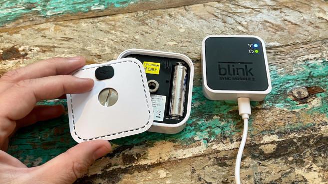 Blink Indoor geöffnet und mit Sync-Modul©Blink, Amazon, COMPUTERBILD