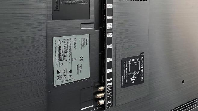Die Rückseite vom Samsung Q90T ist mit 4 HDMI-Eingängen gut bestückt, alle verarbeiten 4K mit bis zu 120 Hz (HDMI 2.1).©COMPUTER BILD