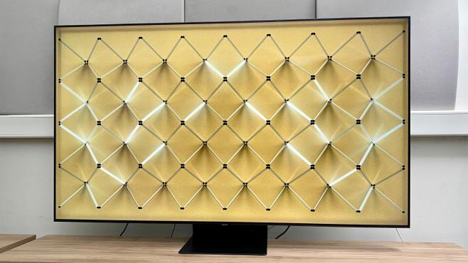 """Samsung Q90T im Test: Die günstige Variante des Top-Fernsehers In Fernsehpausen kann der Samsung Q90T auch einfach nur hübsch aussehen – mit wählbaren Hintergrundbildern (""""Ambient Mode"""").©COMPUTER BILD"""