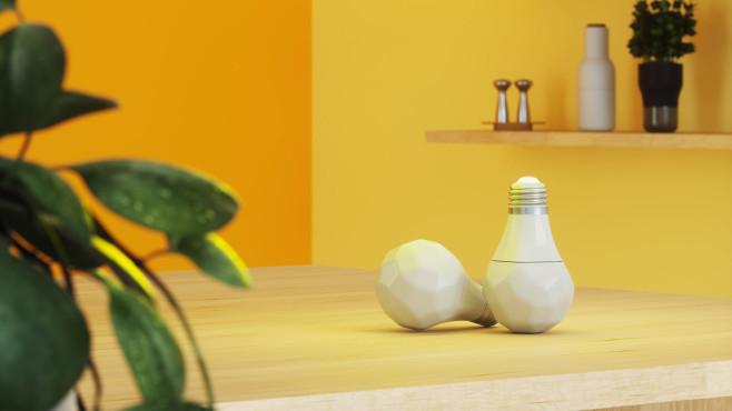 Zwei Nanoleaf-E27-Lampen liegen auf einem Tisch.©Nanoleaf