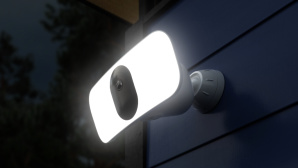 Arlo Pro 3 Floodlight, Aufmacher © Arlo