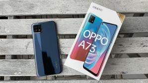 Oppo A73 5G:  Gerät mit Verpackung©COMPUTER BILD