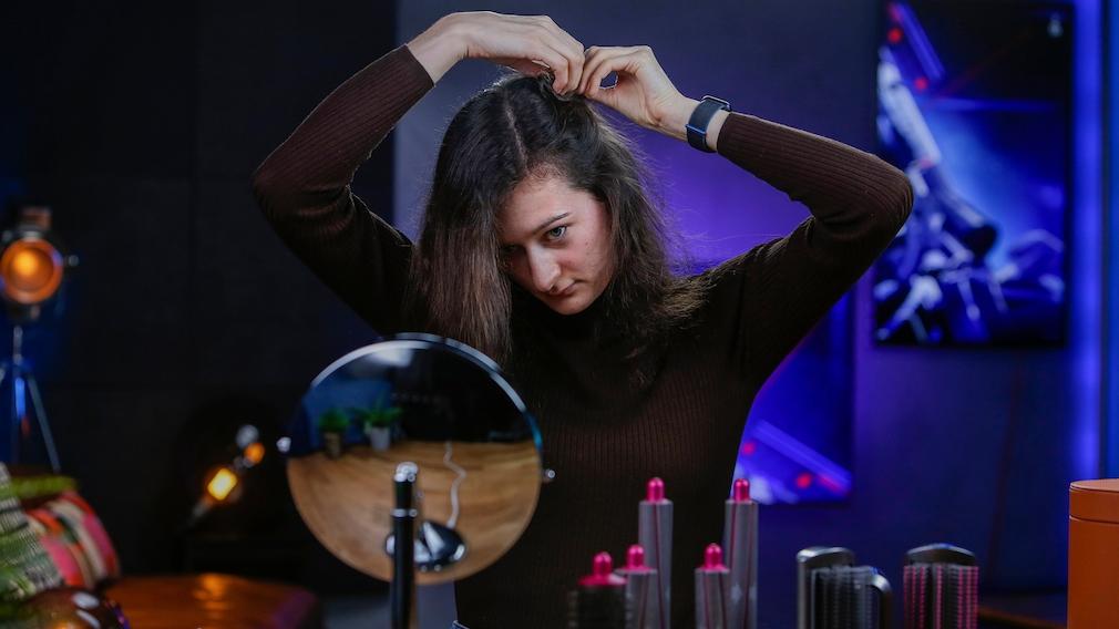 Dyson Airwrap Styling-Tipp: Haar abteilen