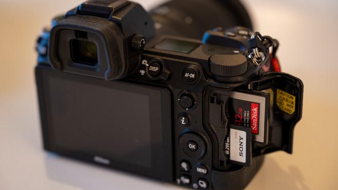 Nikon Z7 II mit zwei Steckplätzen für Speicherkarten©COMPUTER BILD