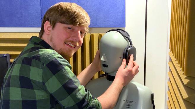 Im Testlabor von COMPUTER BILD überzeugten die Apple AirPods Max mit geringen Klangverfälschungen und sehr geringen Verzerrungen.©COMPUTER BILD
