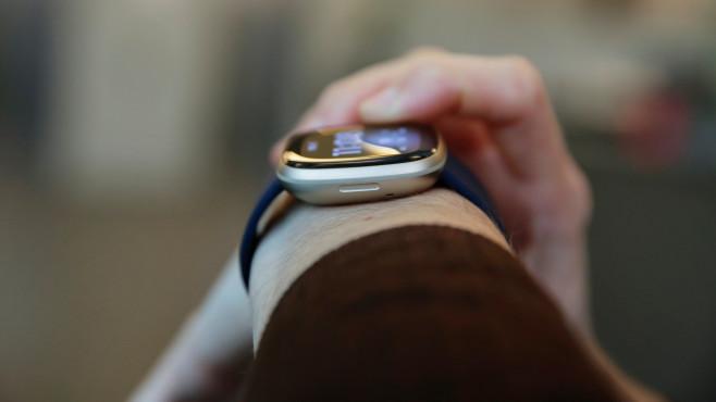 Fitbit Versa 3 Seite©COMPUTER BILD