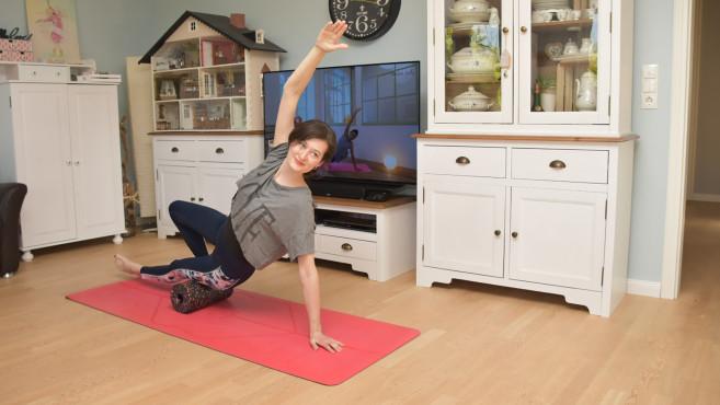 Fit ins neue Jahr: Apps, Fitness-Tracker & Co. – so gelingen die guten Vorsätze Der Yoga-Coach bei YouTube leitet Trainings kostenlos an.©COMPUTER BILD