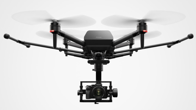 Airpeak: Sony steigt ins Drohnengeschäft ein Vier Propeller, keine eingebaute Linse, aber eine Halterung für eine Alpha-Kamera: So will Sony das Drohnengeschäft aufmsichen.©Sony