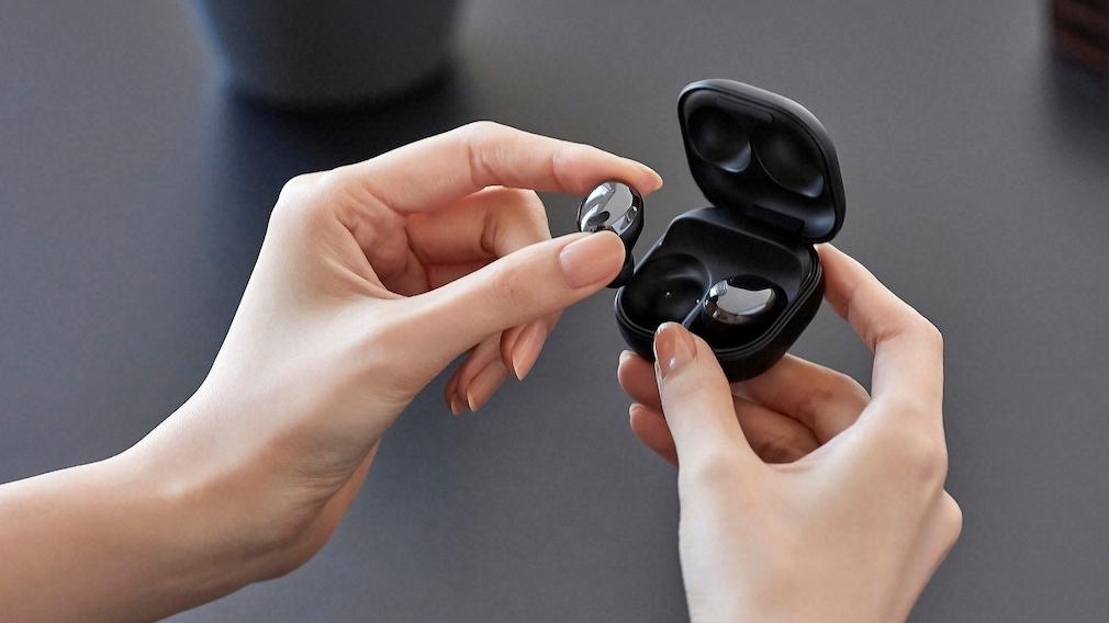 Die Samsung Galaxy Buds Pro sind keine Leichtgewichte, jeder der Stöpsel bringt es immerhin auf 6,3 Gramm.