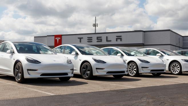Teslas©iStock.com/jetcityimage