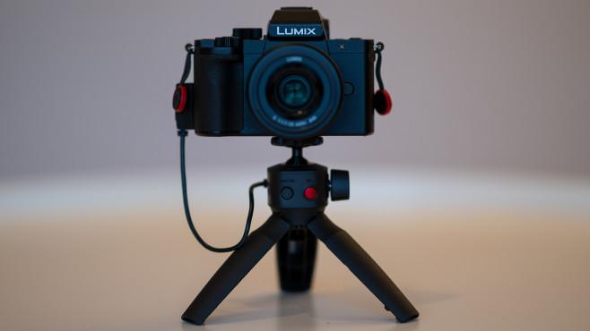 Panasonic Lumix G110 mit Griff DMW-SHGR1©COMPUTER BILD