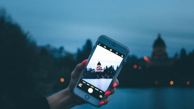 Ansicht des Kapitols durch Handy-Kamera©pexels.com