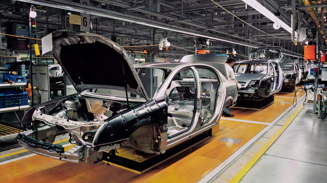 Ansicht einer Autoproduktion©iStock.com/RainerPlendl