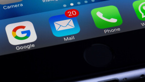 E-Mail-Icon auf dem iPhone-Display © pexels.com