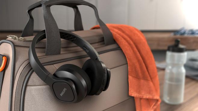 Neue Philips-Kopfhörer ab 50 Euro: Die nehmen es sportlich! Die Gel-Polster des Philips A4216 sollen wenig schweißtreibend sein.©Philips