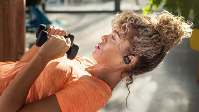 Topmodell der Sport-Kopfhörer von Philips ist der A7306 mit Pulsmesser und UV-Reinigung.©Philips