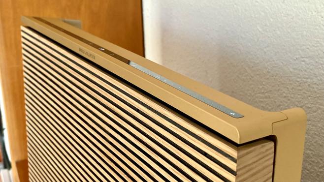 B&O Beosound Level: Gut aussehen reicht nicht! Über die Touch-Leiste auf der Oberseite des Beosound Level ist die Lautstärke einstellbar, außerem gibt es vier Favoritentasten.©COMPUTER BILD