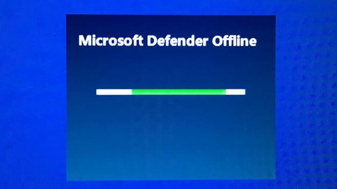 """Microsoft Defender Antivirus: Tutorial zum schlanken Bordmittel-Virenscanner Eine Offline-Überprüfung vermag selbst Malware aufzuspüren, die sich hartnäckig versteckt. Laut Microsoft spürt nutzt die (Kunden-/Endpunkt-Lösung) Defender übrigens """"maschinelles Lernen, Big Data-Analysen, tiefgehende Untersuchungen zur Bedrohungsresistenz und die Microsoft-Cloudinfrastruktur"""".©COMPUTER BILD"""