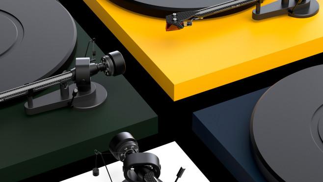 Pro-Ject bietet den neuen Debut Carbon Evo in fünf Farben an©Pro-Ject