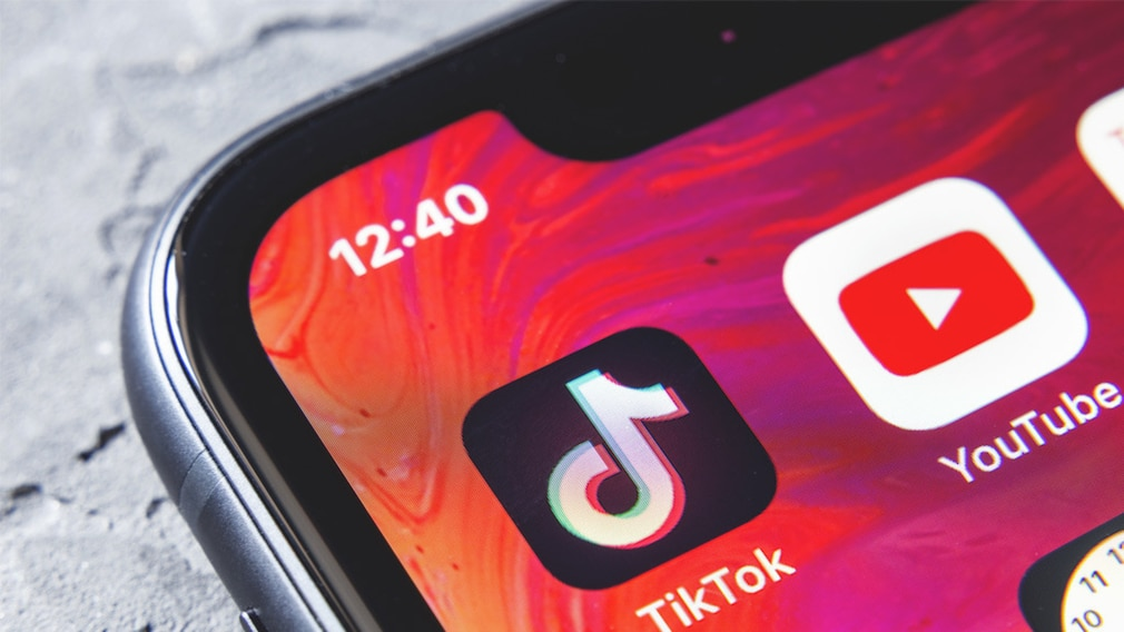 TikTok auf dem iPhone©iStock.com/Anatoliy Sizov