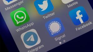 Messenger auf einem Smartphone©OK; CR: iStock.com/Chesnot