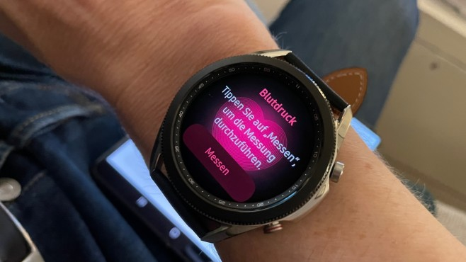Blutdruckmessung an der Galaxy Watch 3©COMPUTER BILD