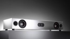 Nubert nuPro AS-3500 im Test: Streng genommen ist der TV-Lautsprecher ein Sounddeck und keine Soundbar.©Nubert