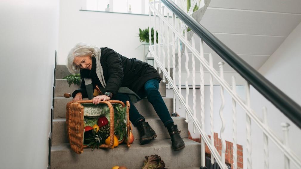 Sturz einer Frau auf der Treppe