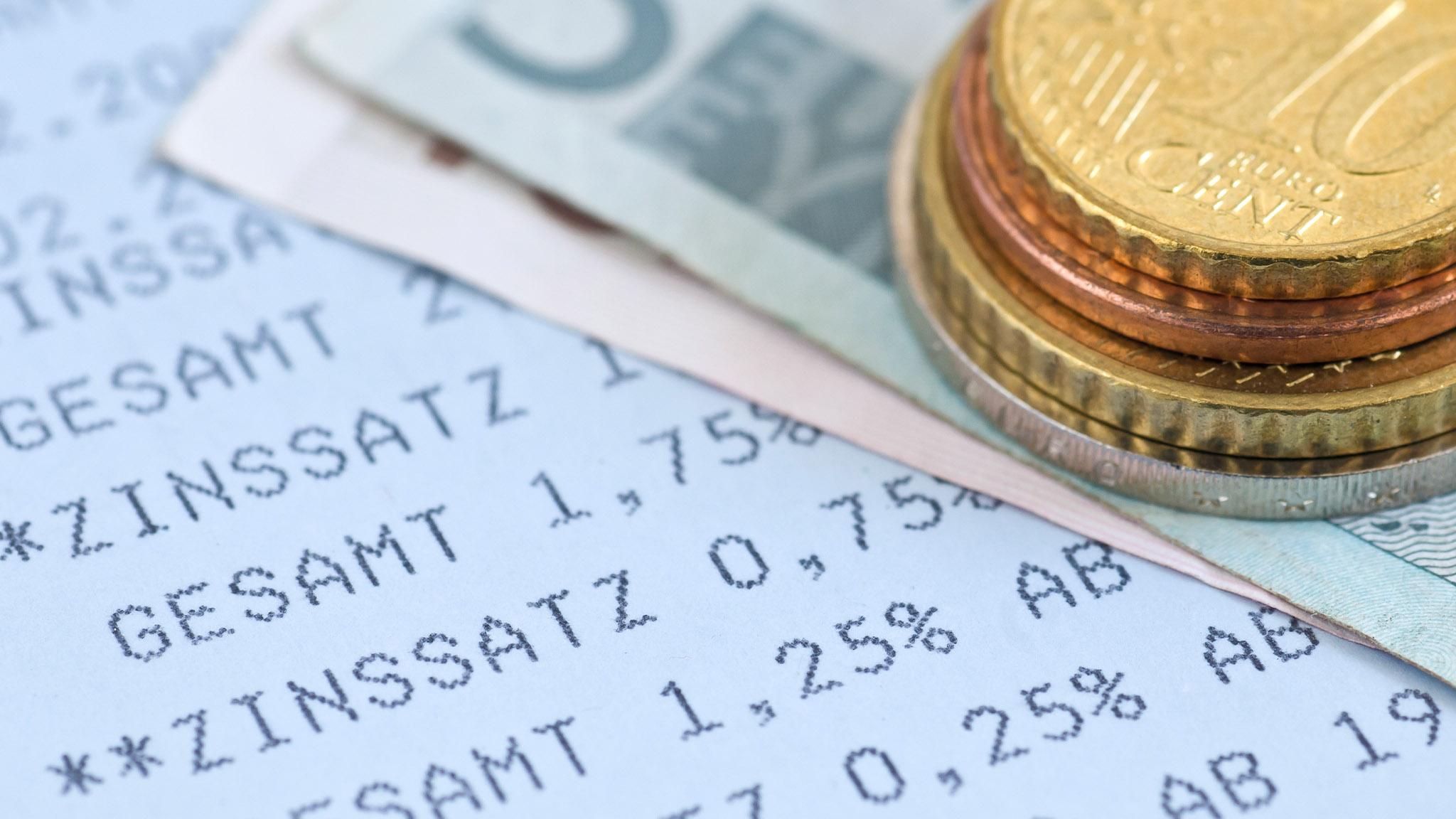 Tagesgeldkonten & Co.: Wo werden Strafzinsen auf Erspartes fällig?