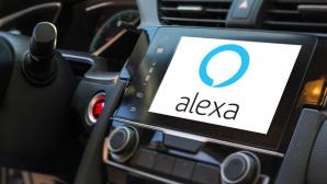 Screen mit Alexa im Auto©iStock.com/HunterBliss