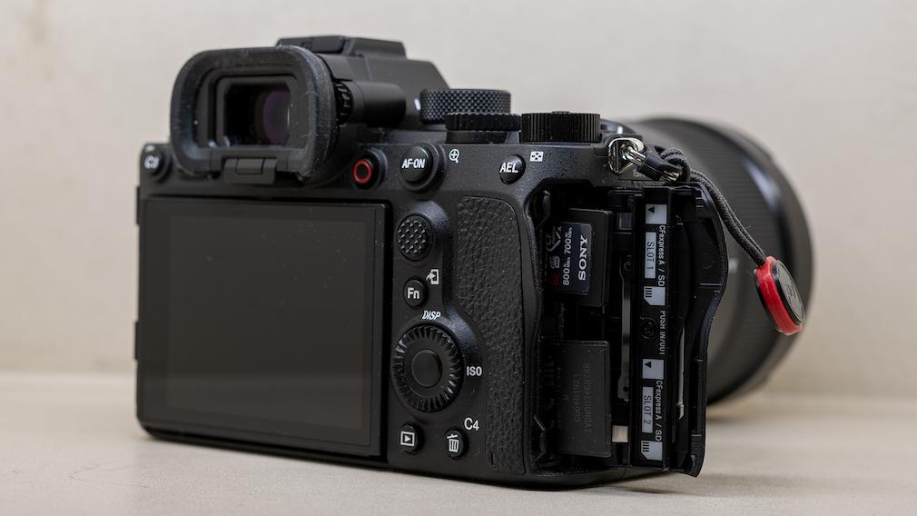 Sony Alpha 1 Steckplätze für SD und CFexpress
