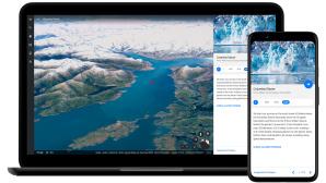 Google Earth auf einem Notebook und Smartphone.©Google LLC