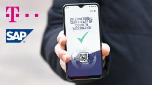 Konzept eines digitalen Impfnachweises auf einem Handy.©Deutsche Telekom, SAP, iStock.com/Firn